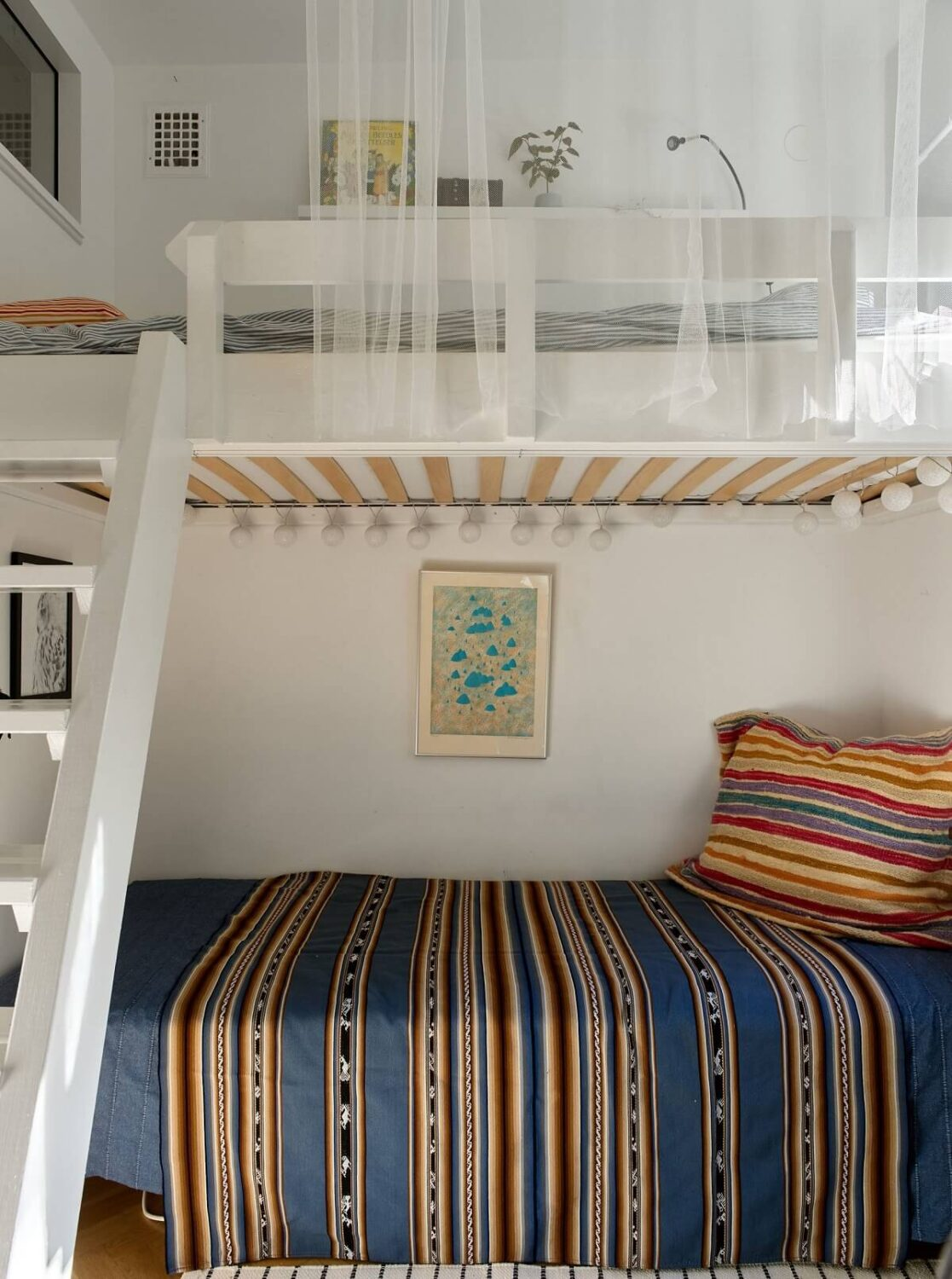 small-bedroom-loft-bed-lounge-nordroom