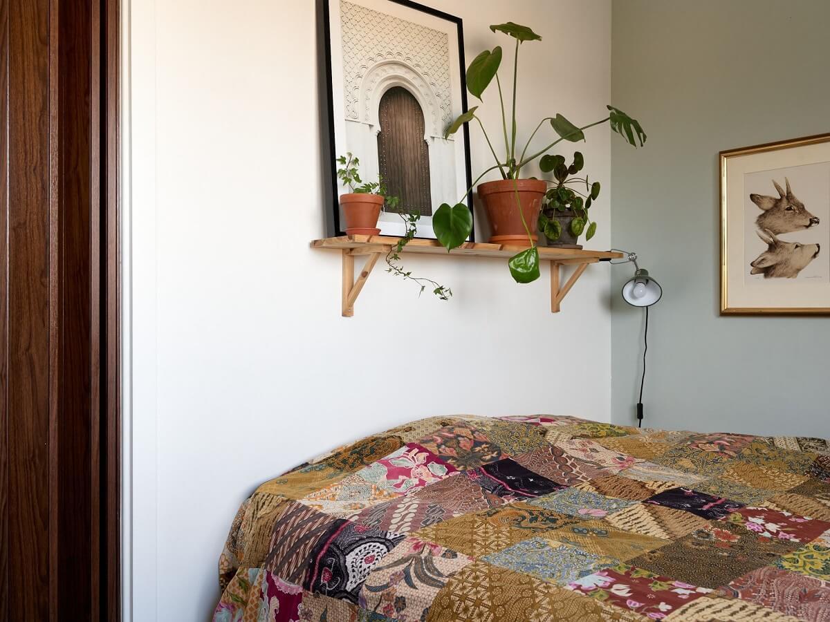 small-bedroom-shelf-plants-blue-green-walls-nordroom