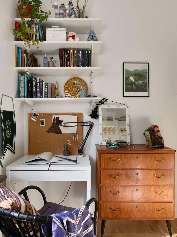 small-bedroom-small-desk-shelves-nordroom