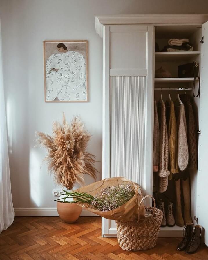 wardrobe-bedroom-warm-apartment-nordroom