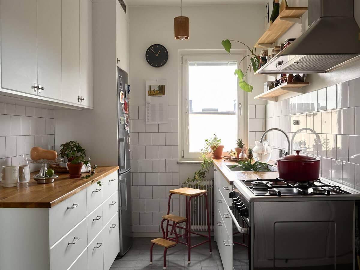 white-kitchen-scandinavian-apartment-nordroom