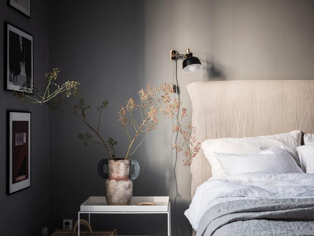 bedside-table-gray-bedroom-nordroom