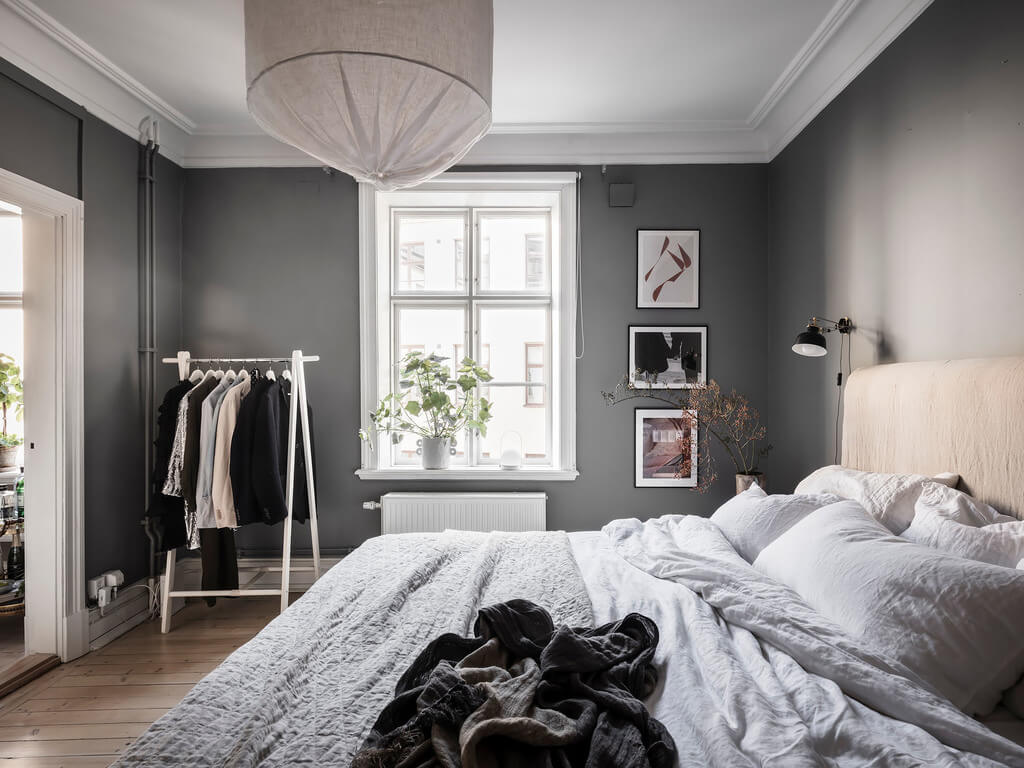 gray-bedroom-clothing-rack-scandinavian-design-nordroom