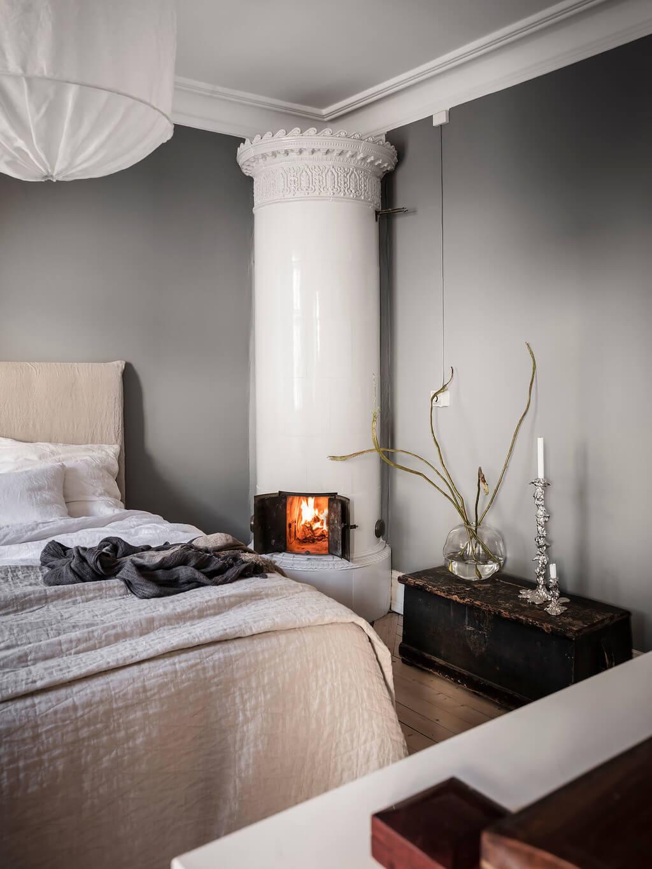 gray-bedroom-fireplace-scandinavian-home-nordroom