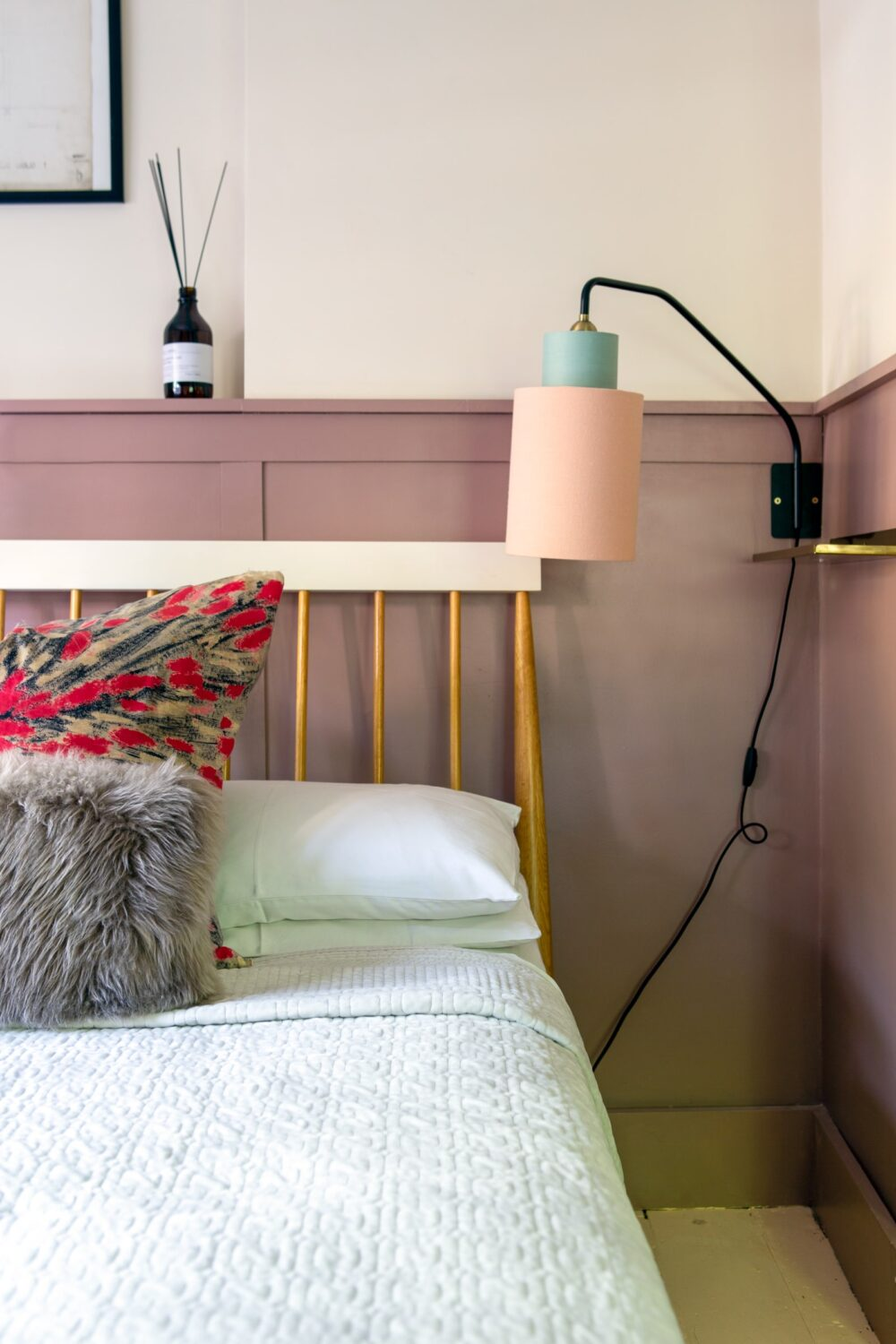 small-pink-bedroom-nordroom