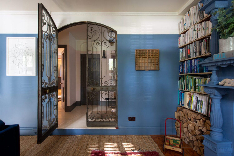 steel-glass-doors-blue-living-room-nordroom